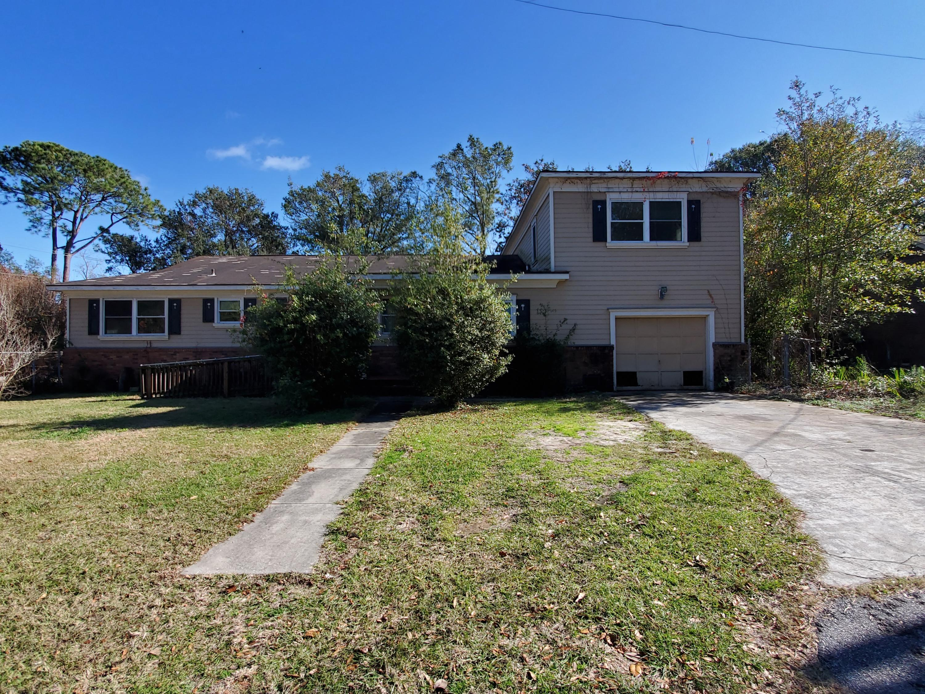 1004 Point of Light Lane Charleston, SC 29412