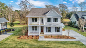 The 'Lincoln' floorplan built on another homesite. Photos are for representation purposes only and demonstrate many available upgrades.