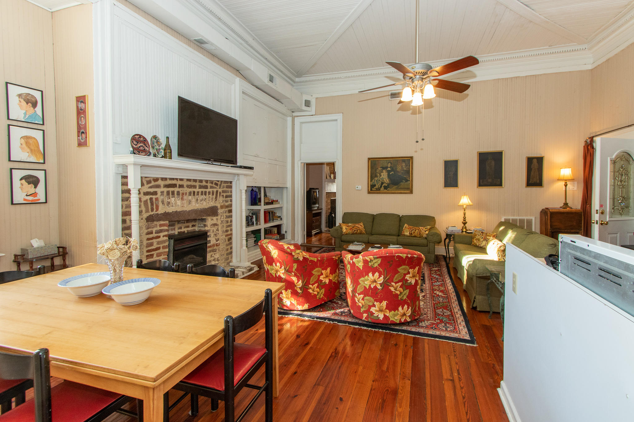 19 Broad Street Charleston, SC 29401