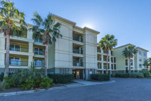 Beachfront Condo in the heart of restaurants and shopping.