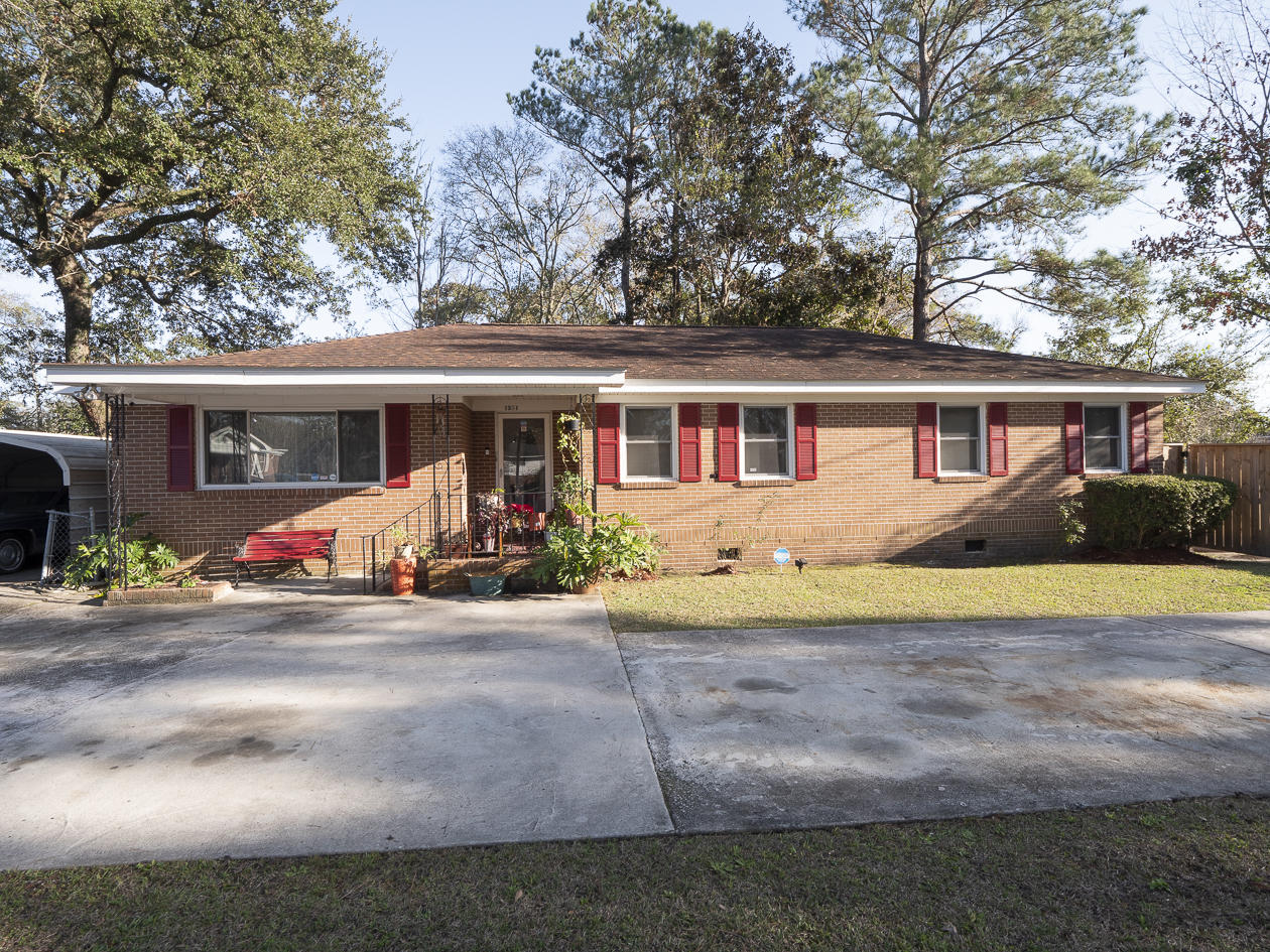 1361 Coosaw Drive Charleston, SC 29407
