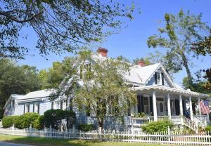 Property for sale at 114 Walnut Street, Summerville,  South Carolina 29483