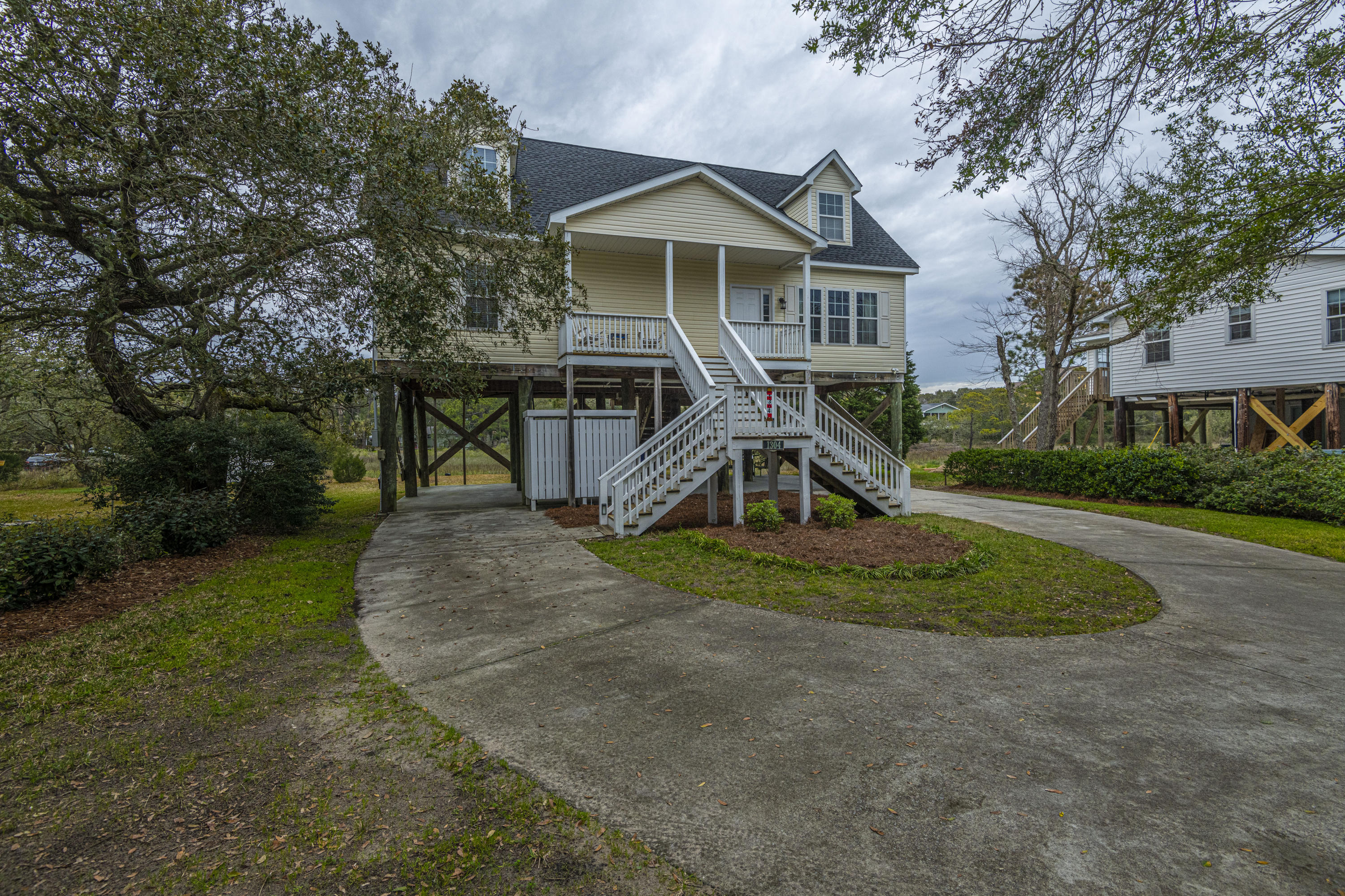 1304 E Ashley Avenue Folly Beach, SC 29439