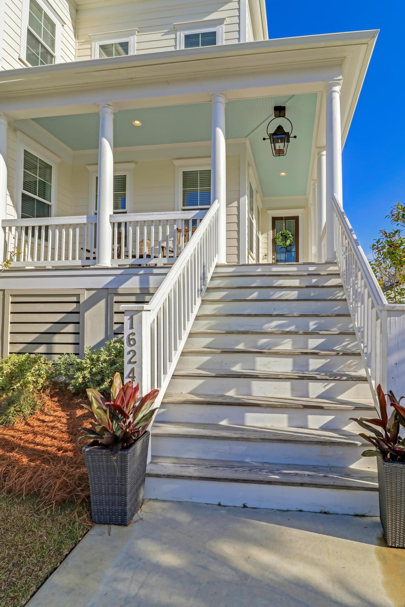 1624 Oak Leaf Street Charleston, SC 29492