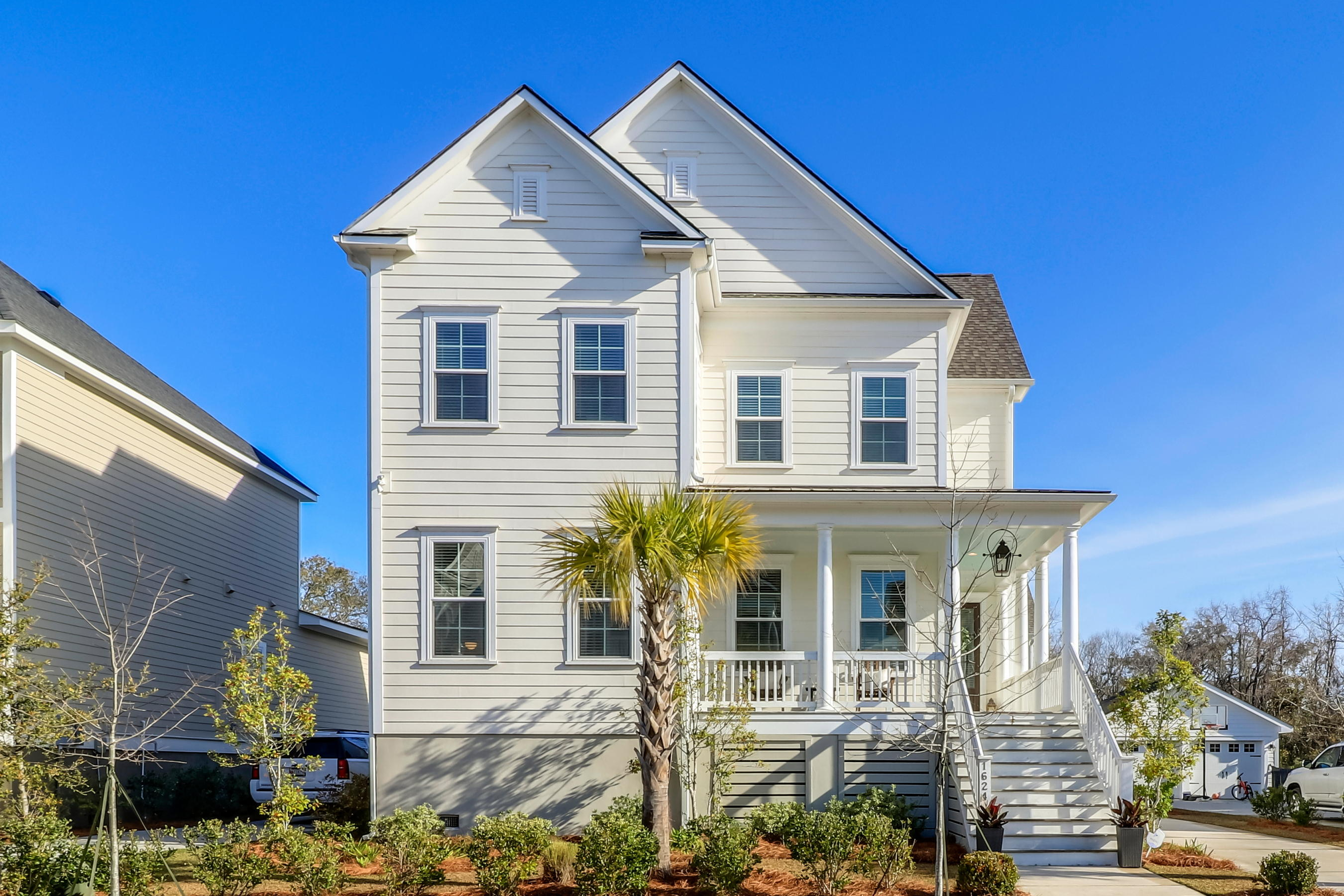 1624 Oak Leaf Street Charleston, SC 29492