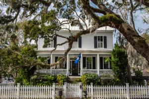 Property for sale at 200 Hibben Street, Mount Pleasant,  South Carolina 29464