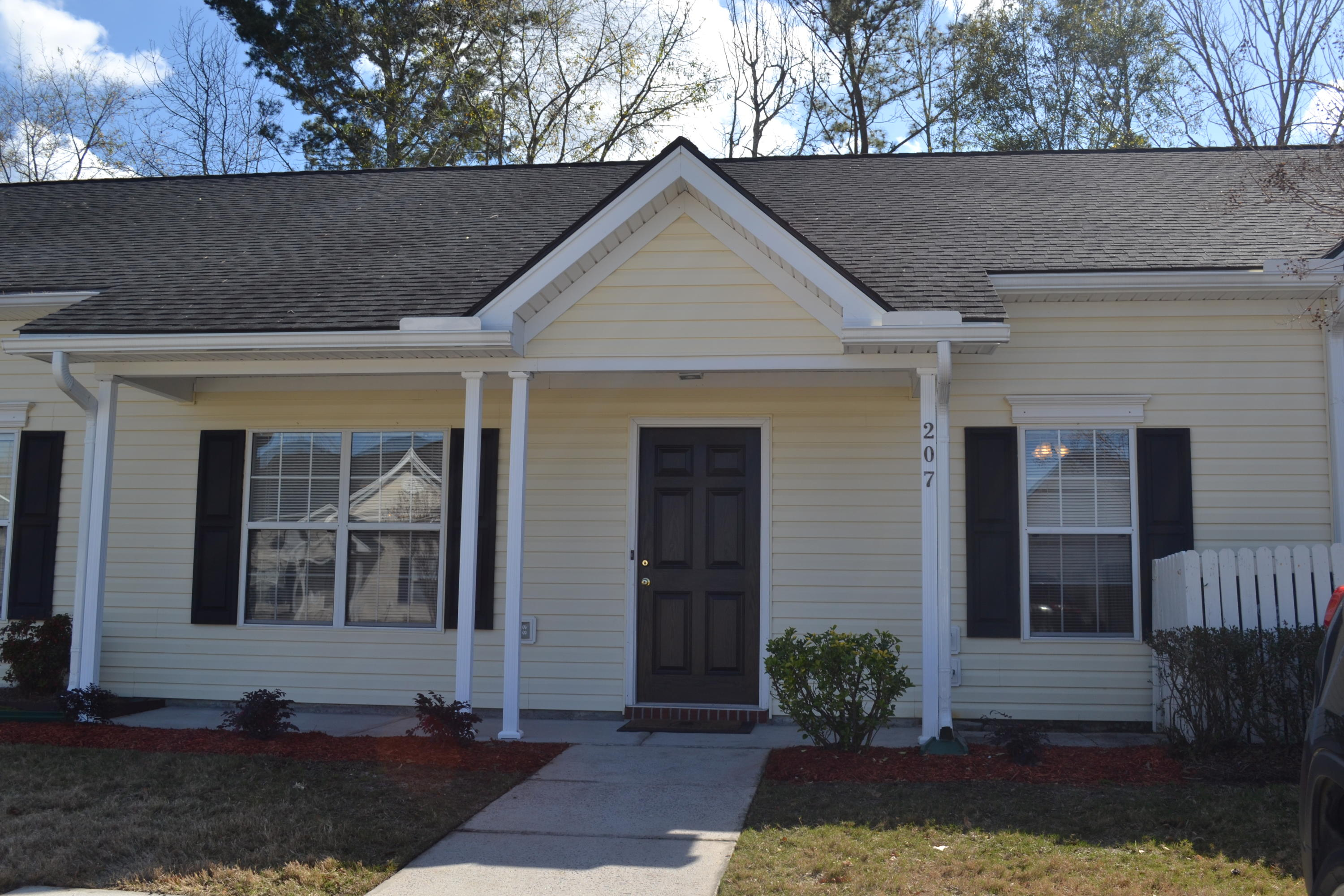 207 Dupont Way Summerville, SC 29485