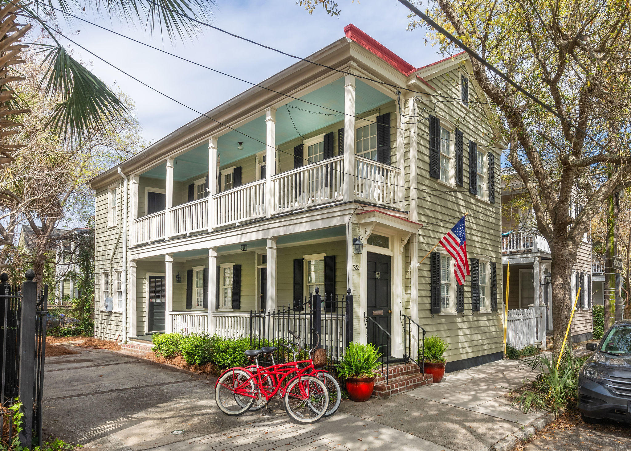 32 Warren Street Charleston, SC 29403
