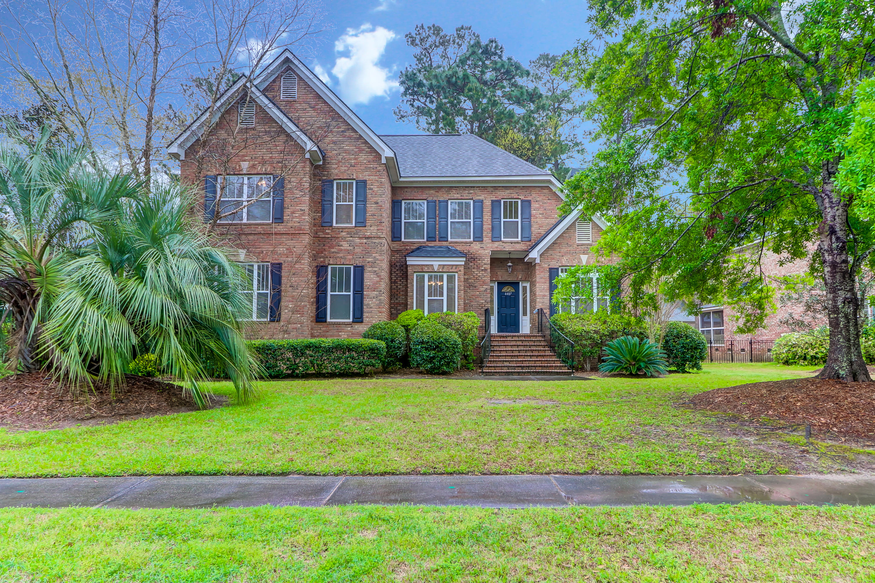 4407 Wild Thicket Lane North Charleston, SC 29420