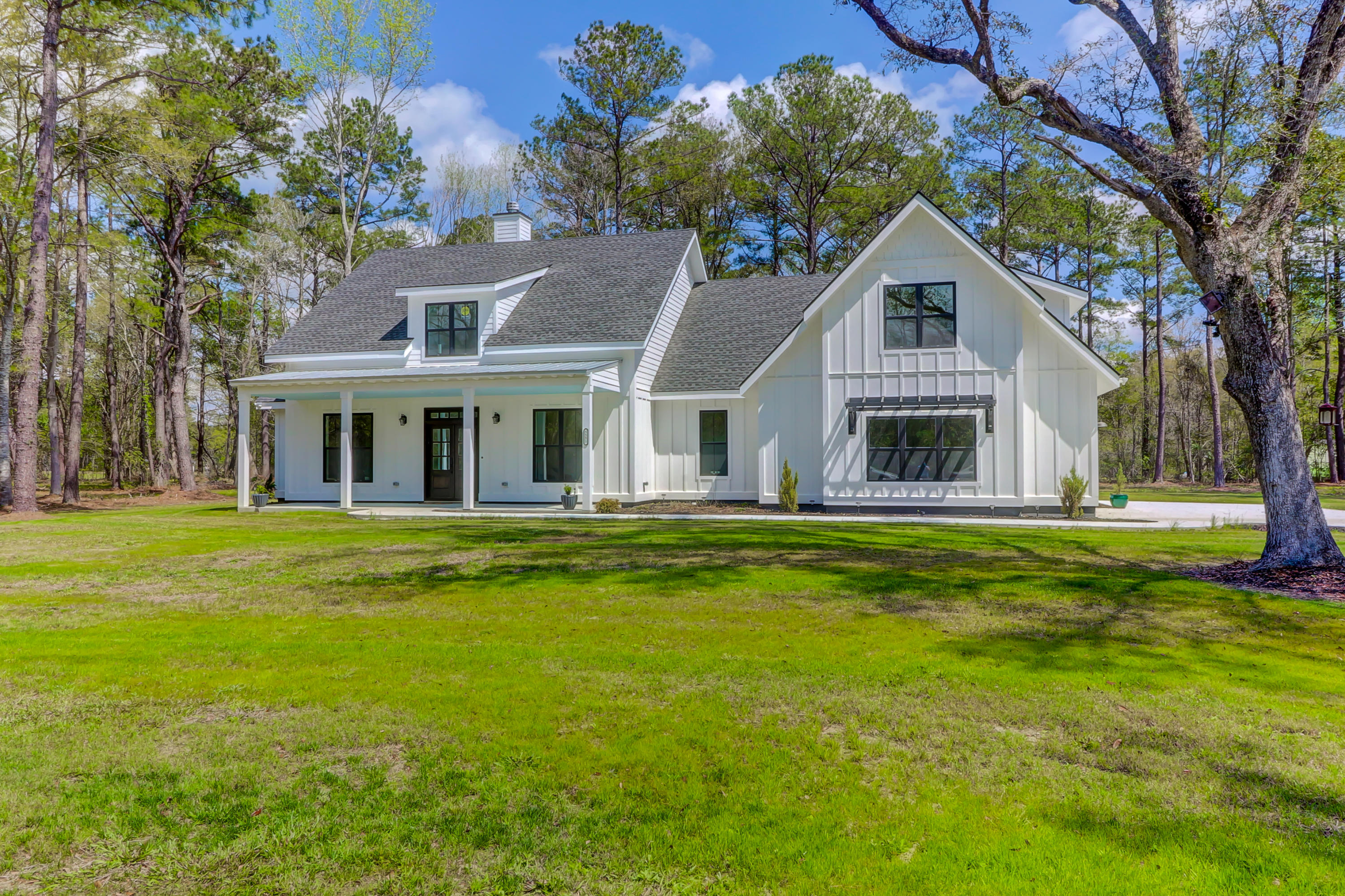 5551 Huckleberry Lane Mcclellanville, SC 29458