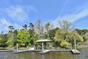 Lot Purchase includes Deepwater community dock slip.