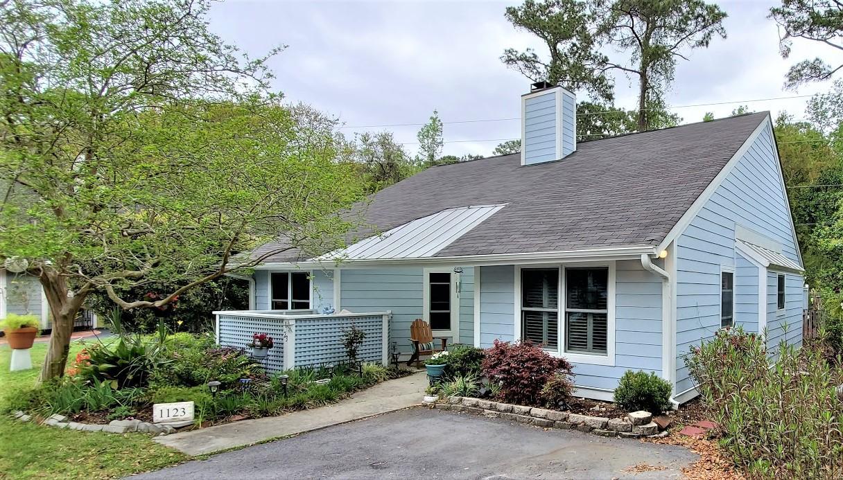 Snee Farm Homes For Sale - 1123 Honeysuckle, Mount Pleasant, SC - 12