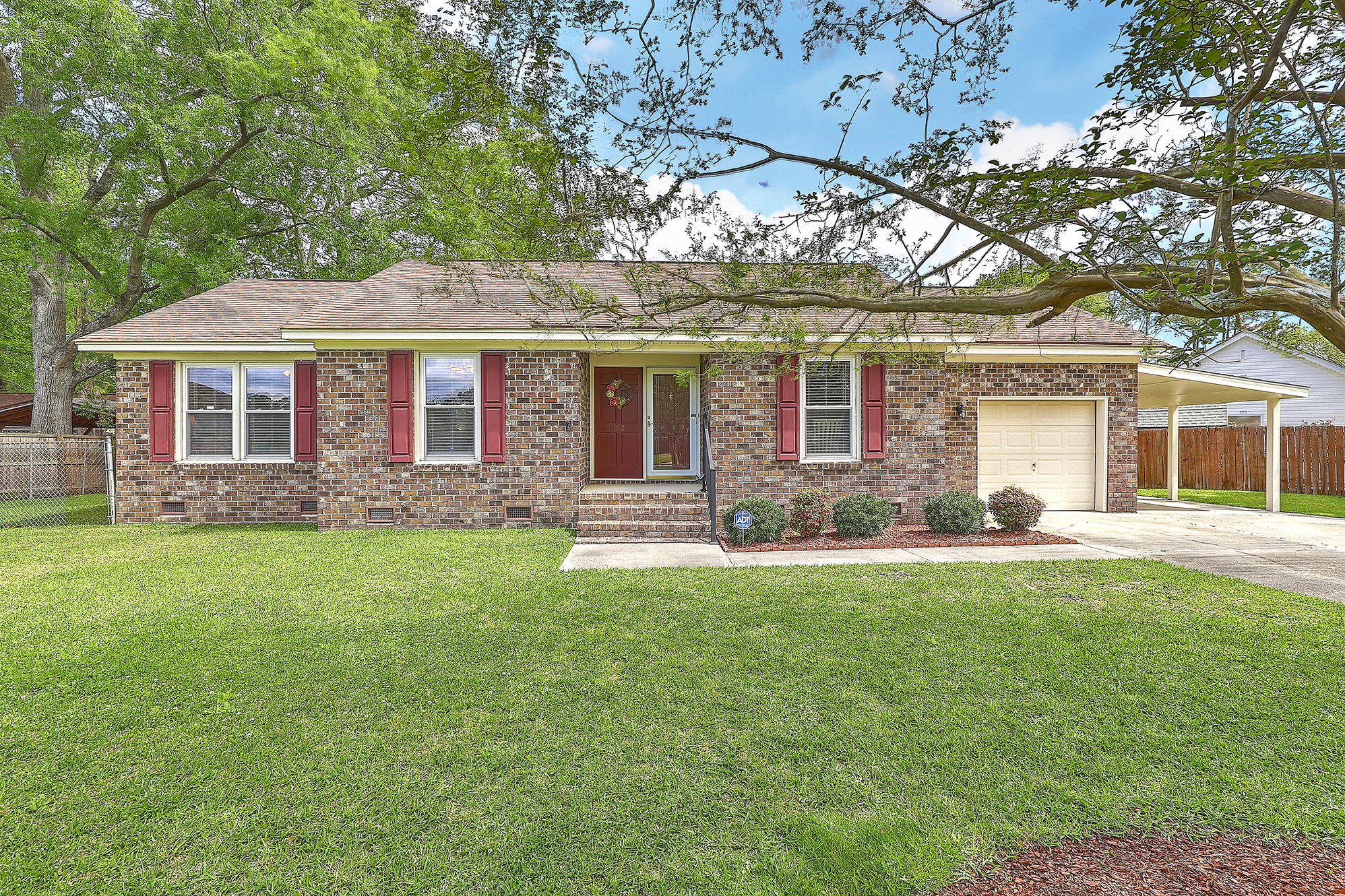 102 Ellen Court Summerville, SC 29483