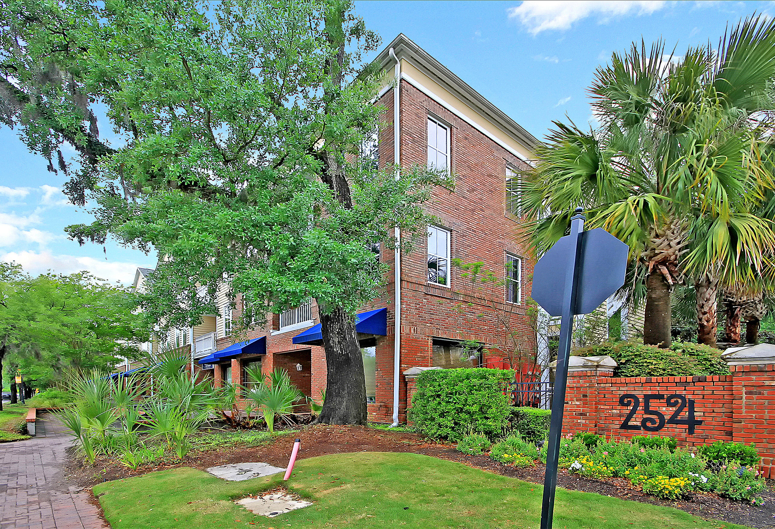 260 Seven Farms Drive UNIT 202 Daniel Island, SC 29492