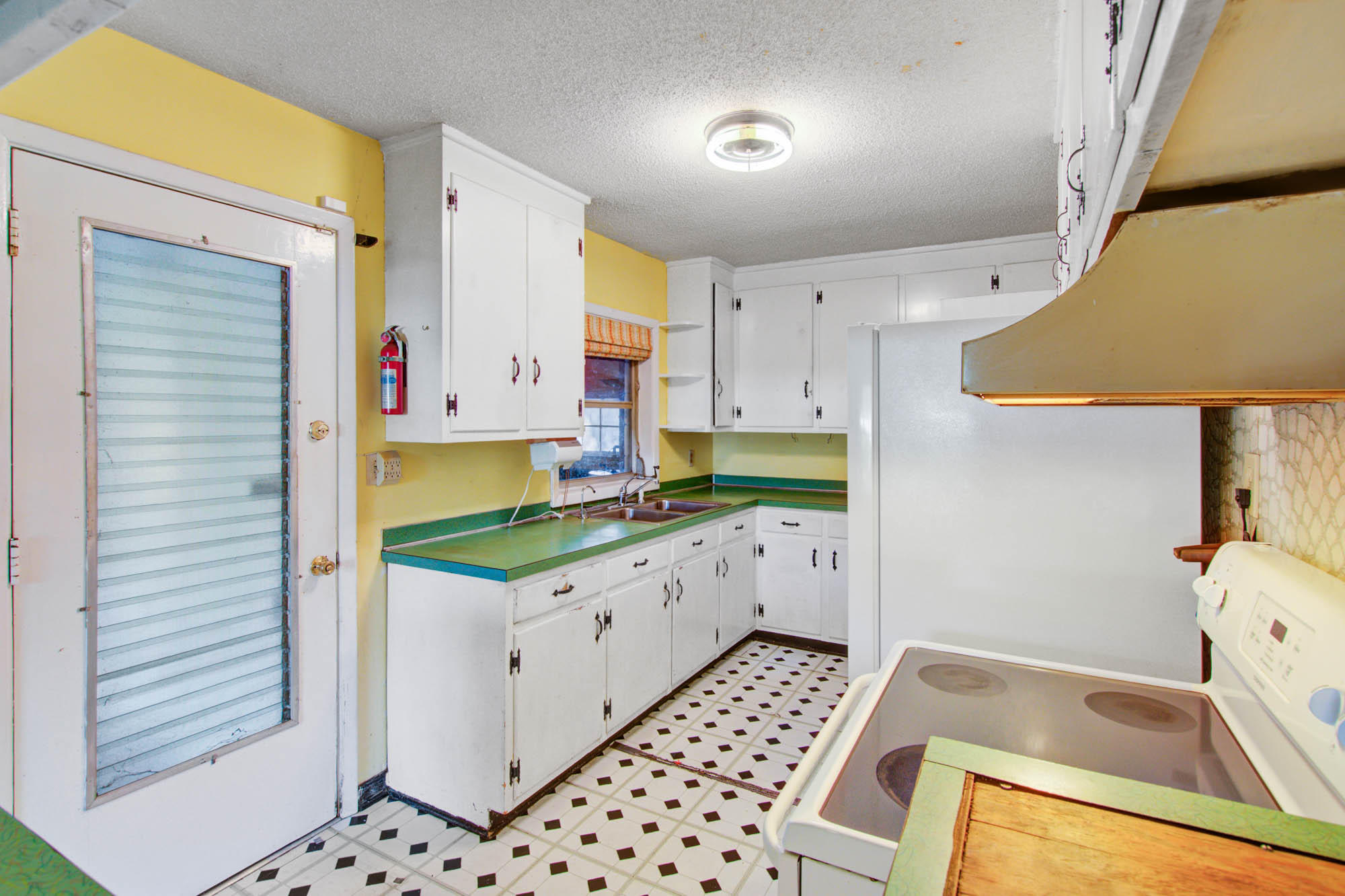 2351 Etiwan Avenue Charleston, SC 29414
