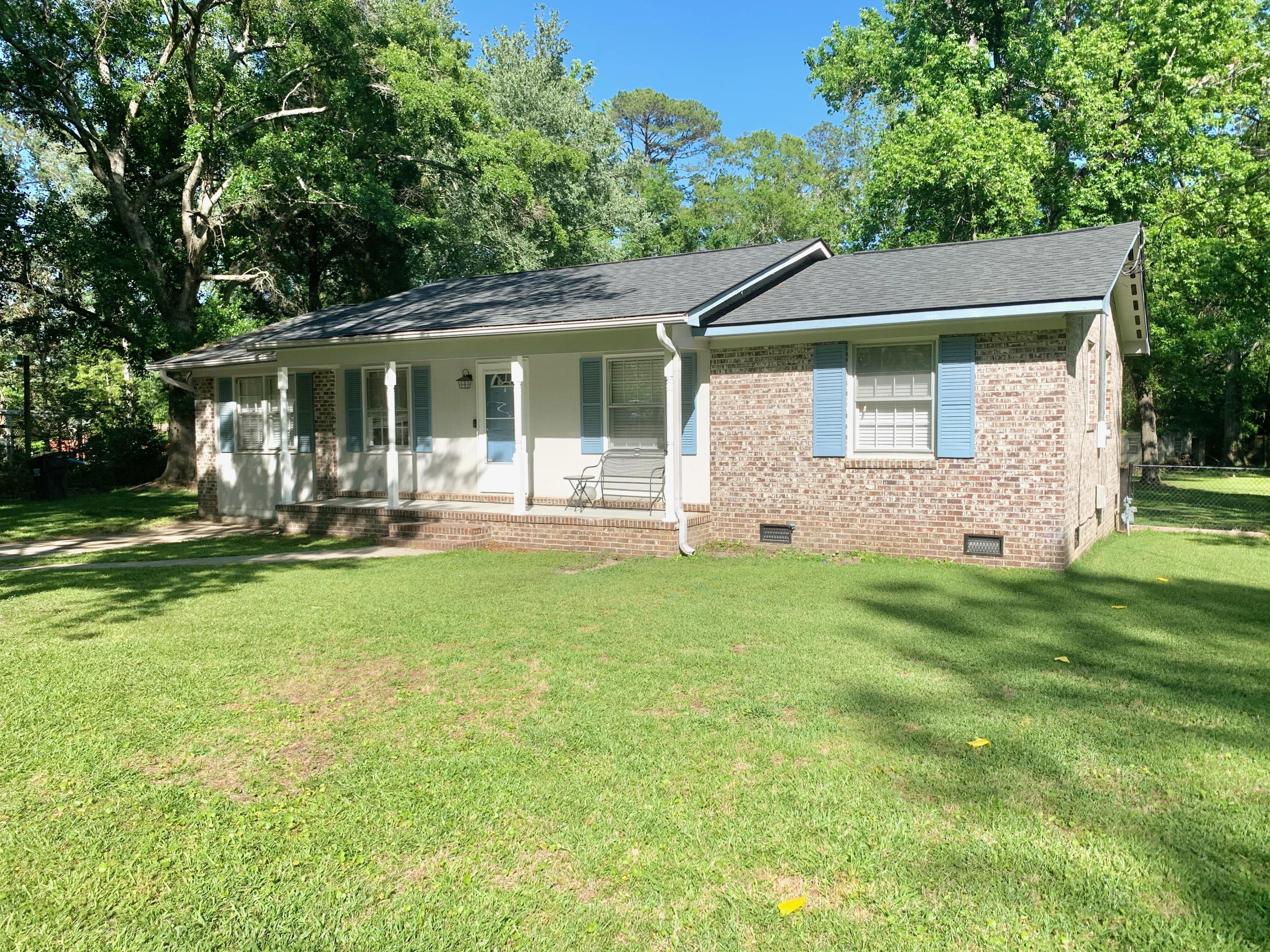215 Forest Circle Summerville, SC 29483