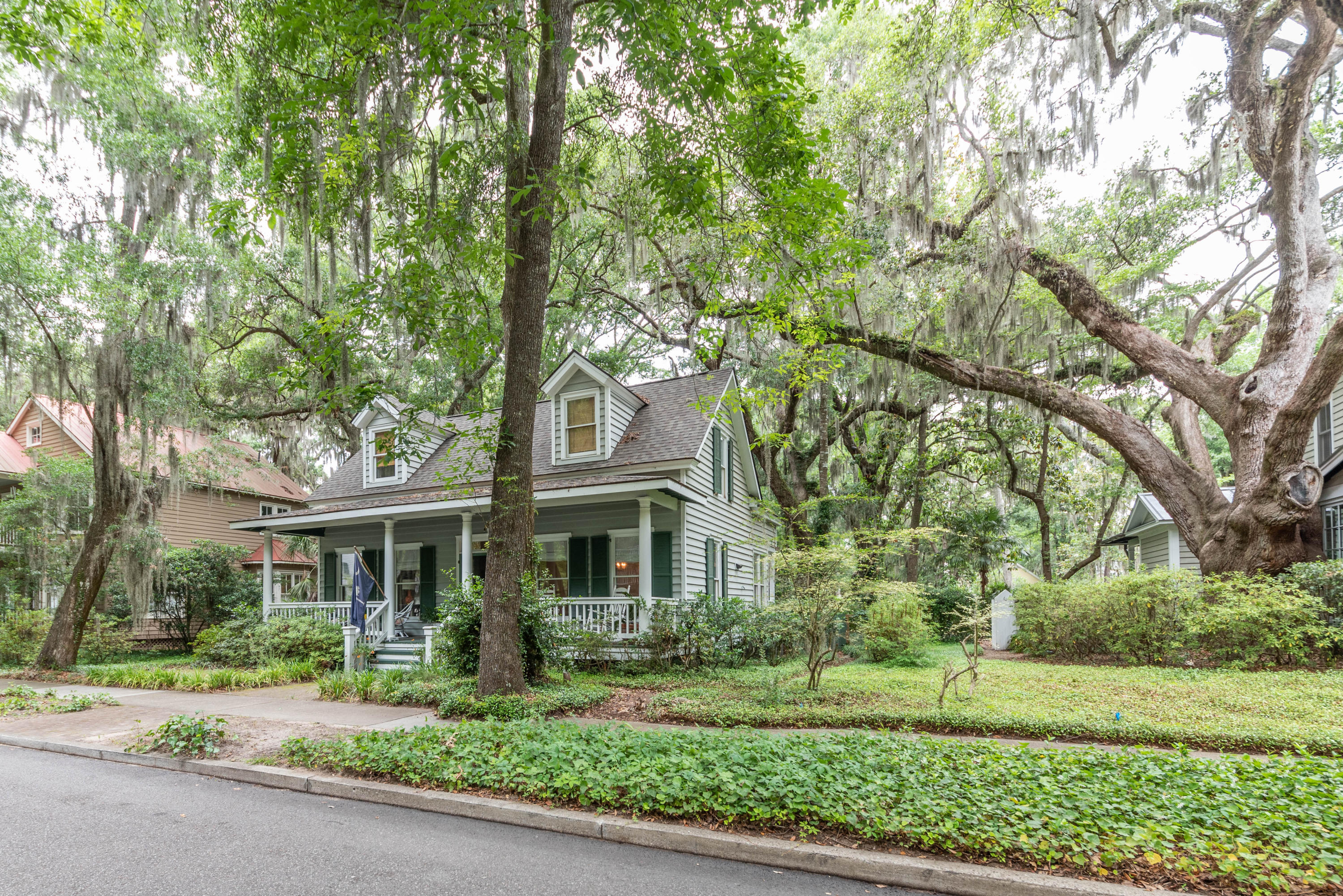 Photo of 40 Newpoint Road, Beaufort, SC 29907
