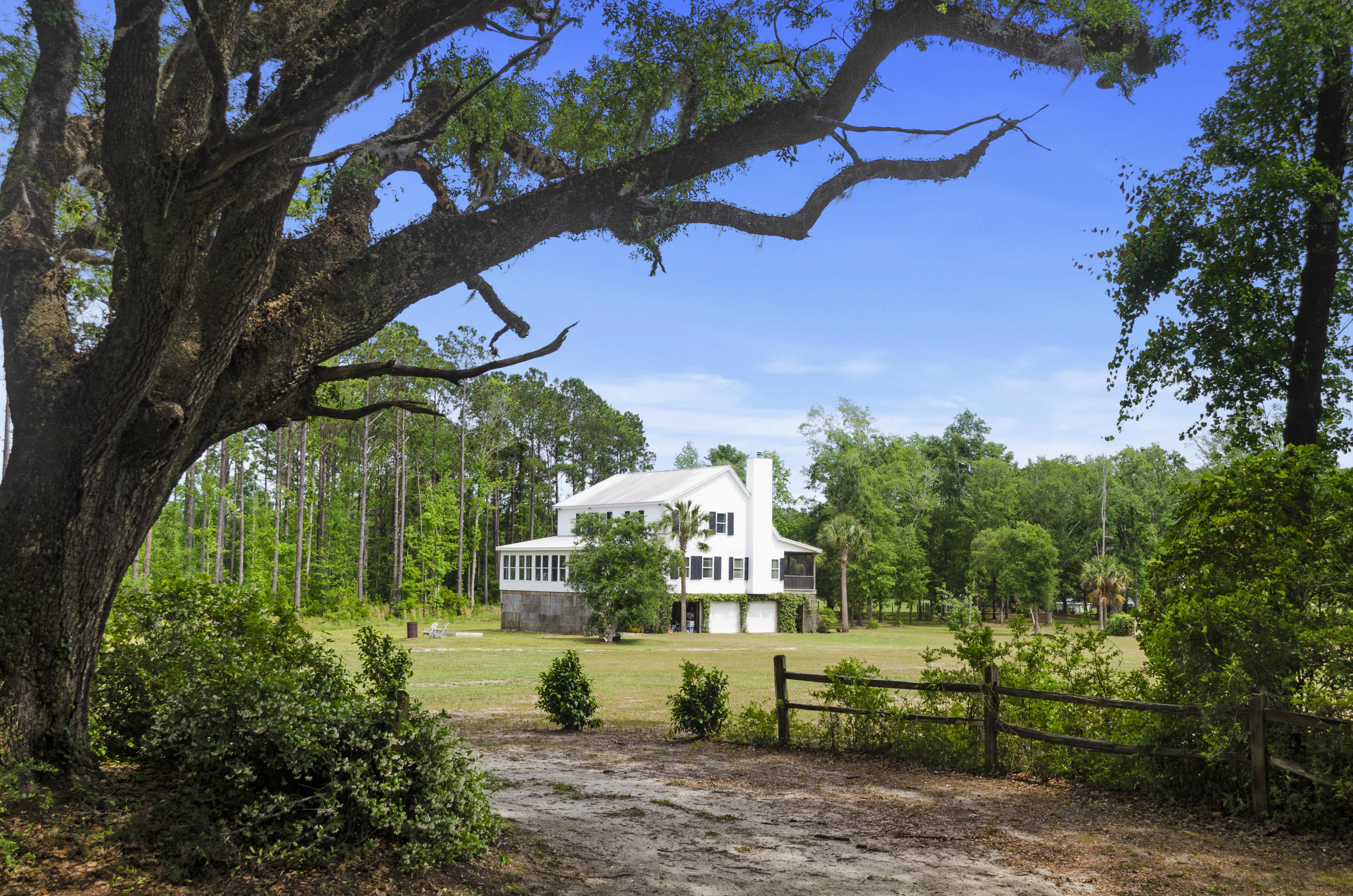 8725-B Old Georgetown Road Mcclellanville, SC 29458