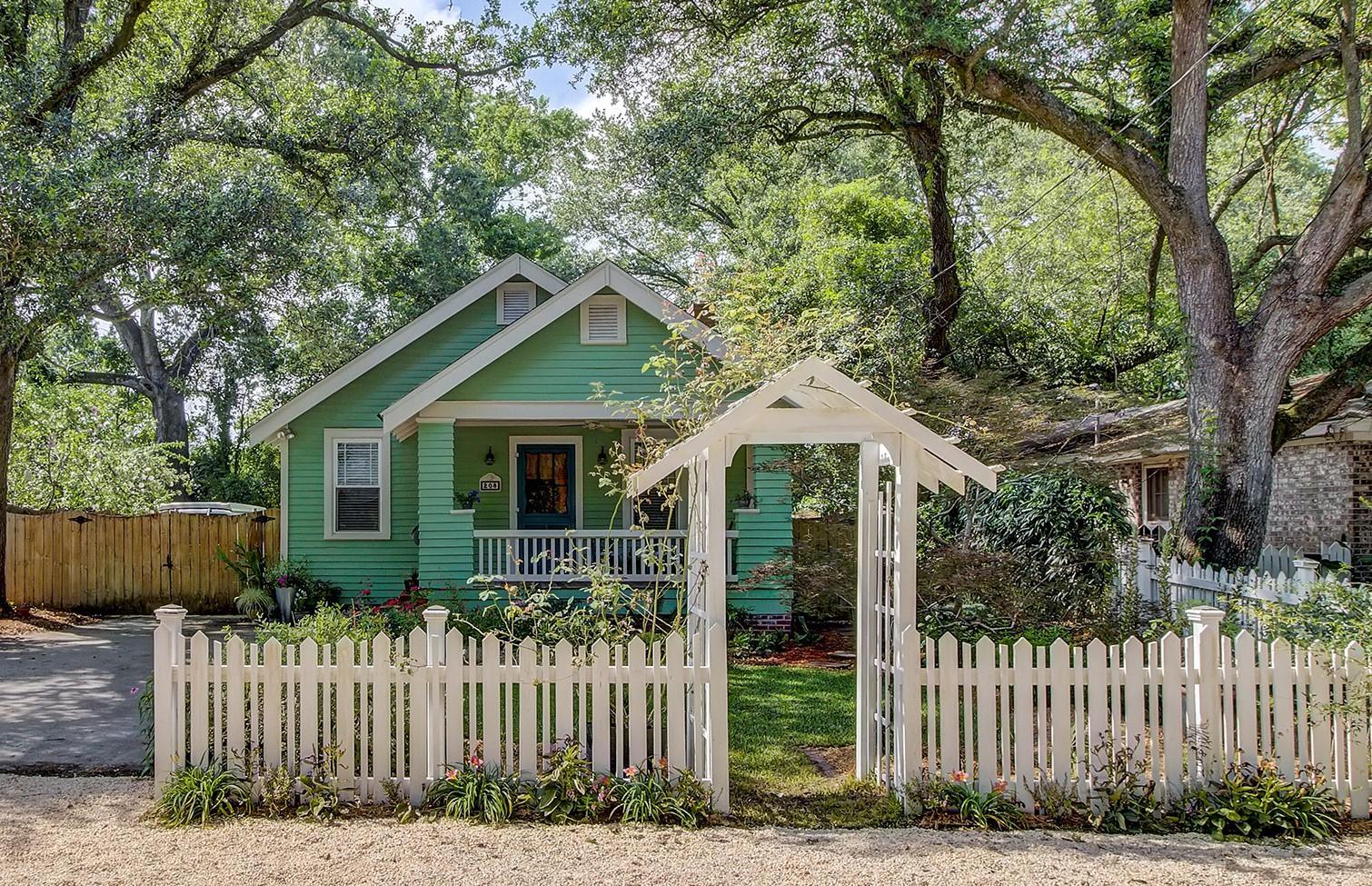 208 Live Oak Avenue Charleston, SC 29407