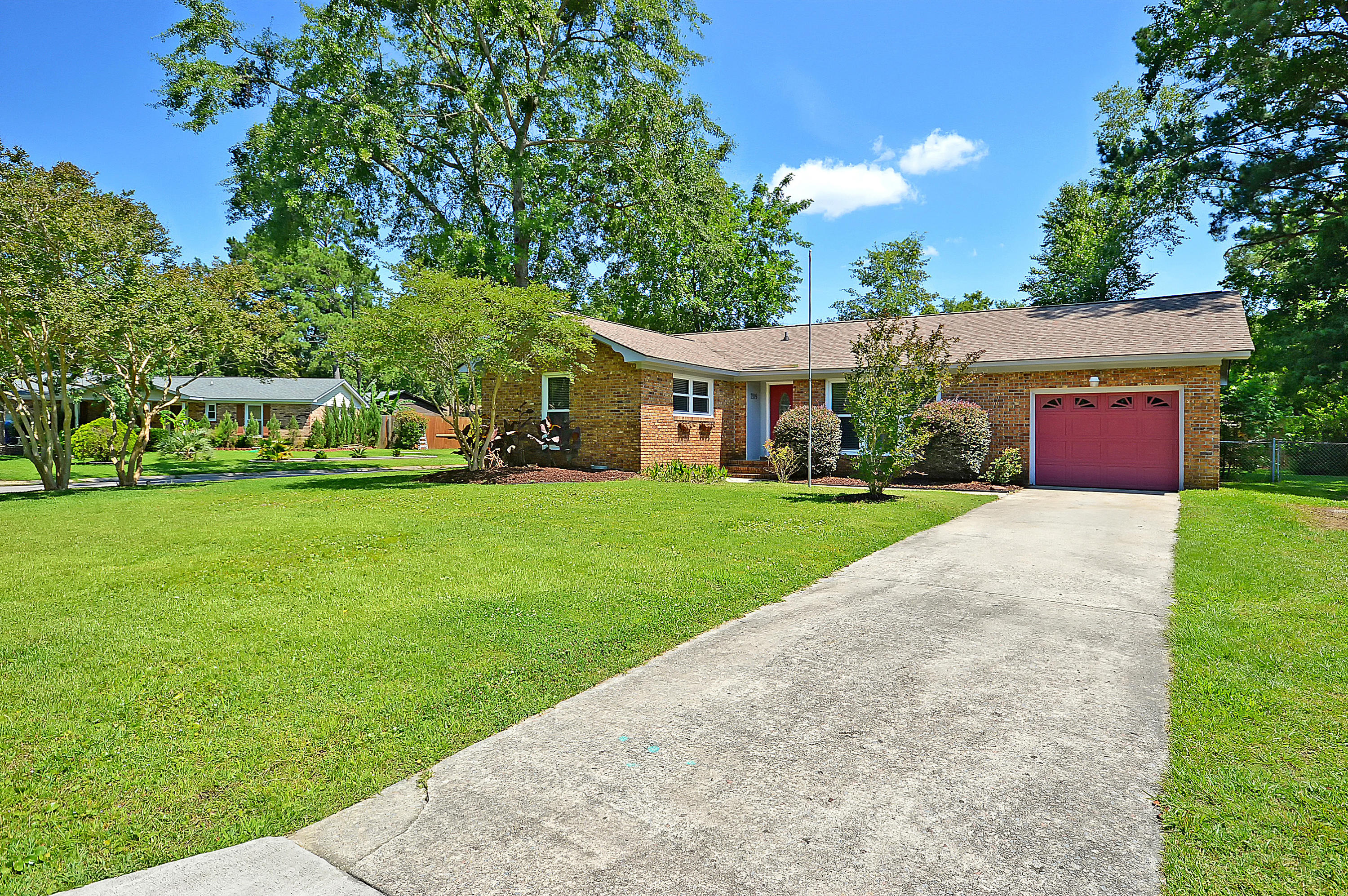 209 Niblick Road Summerville, SC 29483