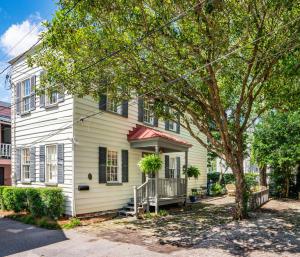 8 Montagu Court, Charleston, SC 29401