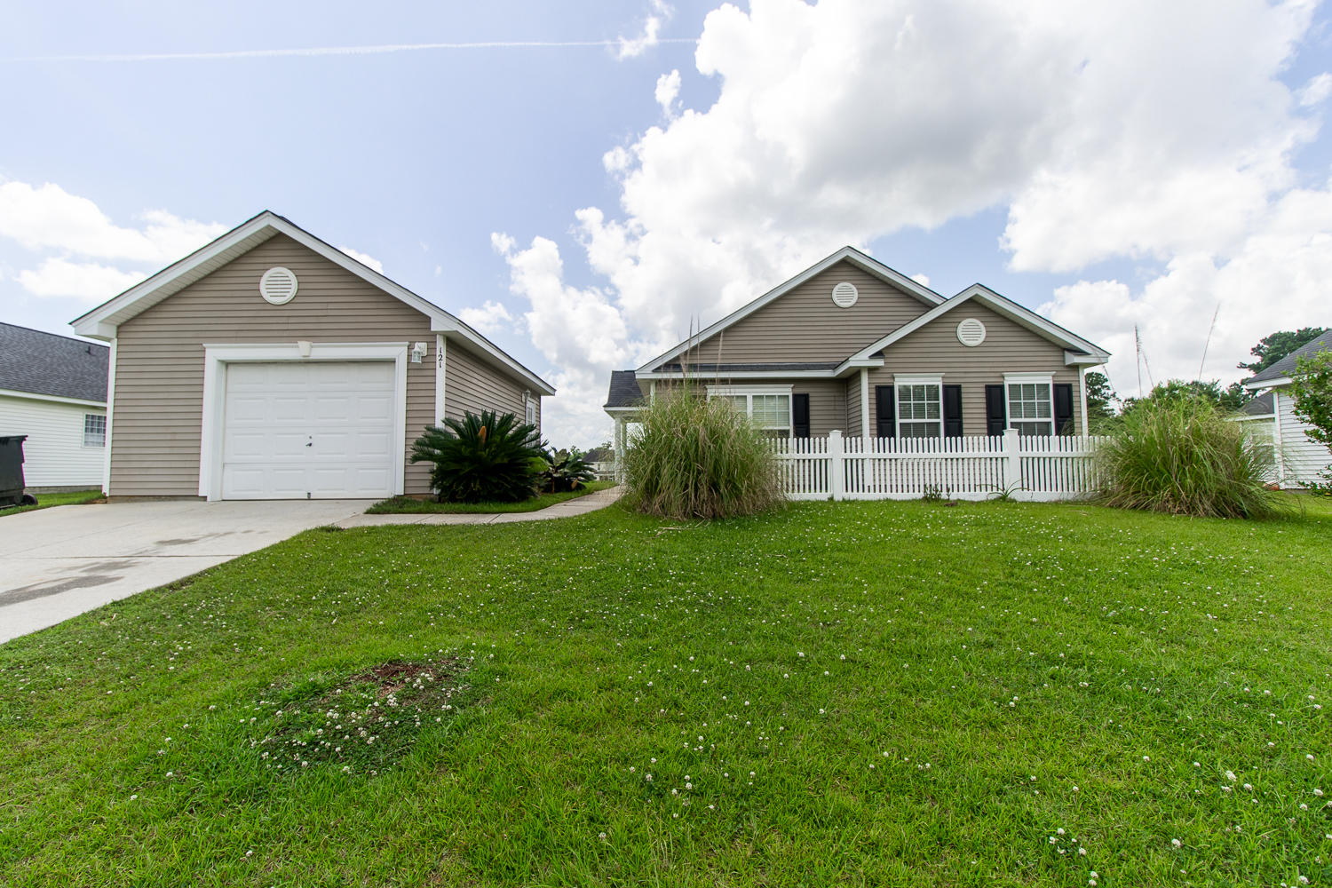 121 Savannah River Dr Summerville, SC 29485