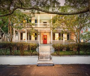 40 Charlotte Street offers immense street presence while secured by a large gated lot!