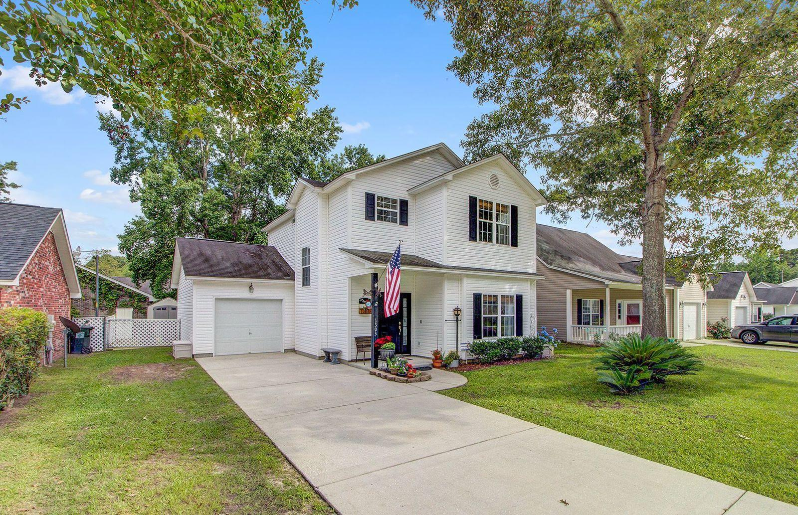 1303 Pinethicket Drive Summerville, SC 29483