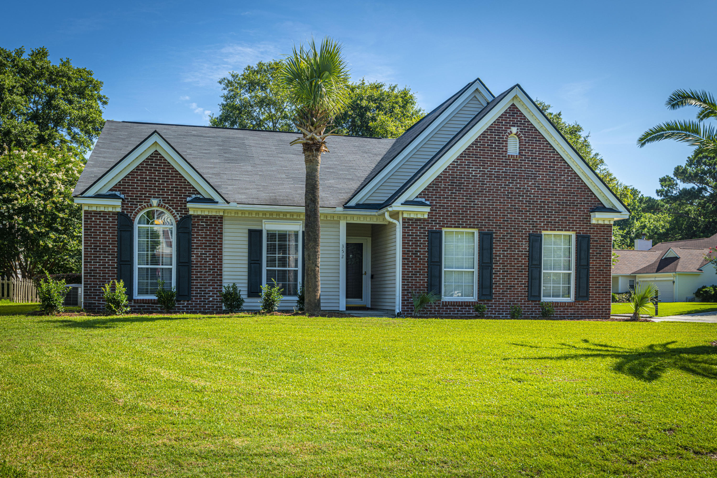 352 Rice Bay Drive Mount Pleasant, SC 29464