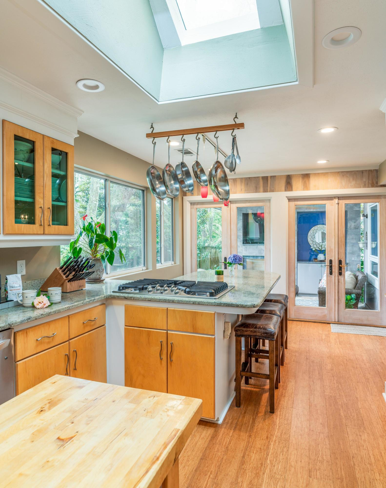 White Point Estates Homes For Sale - 894 White Point, Charleston, SC - 1