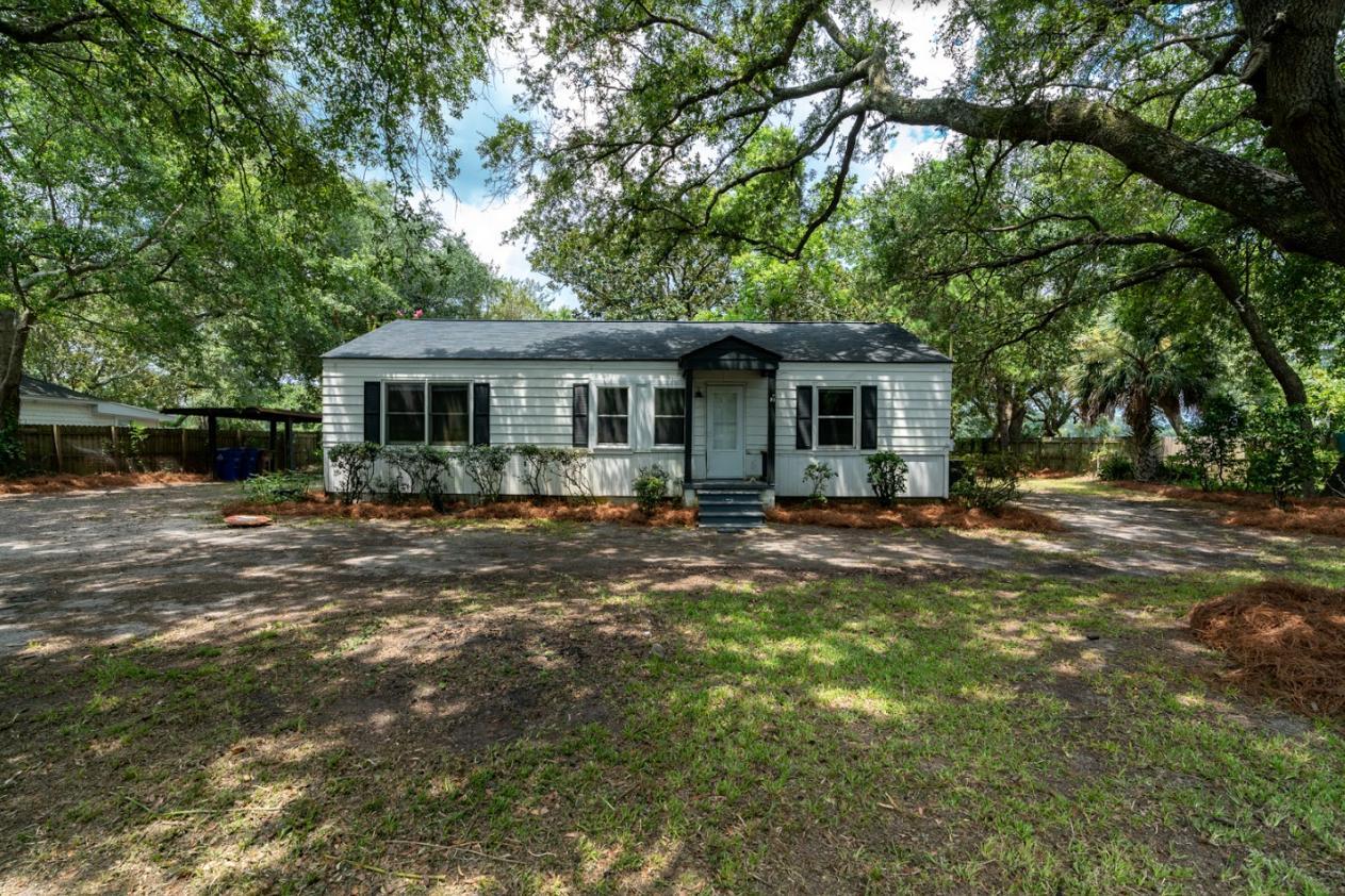 1664 Hunley Avenue Charleston, SC 29412
