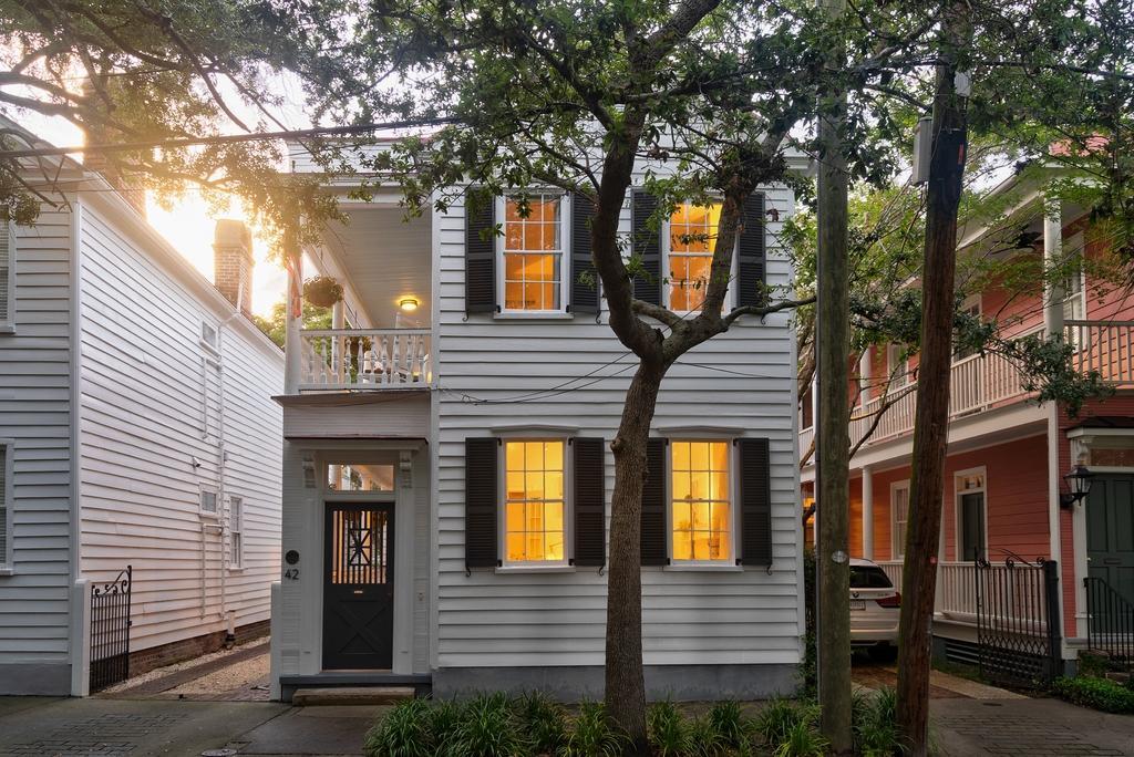 42 Warren Street Charleston, SC 29403