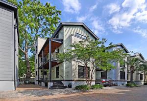 8 Brewster Court, Charleston, SC 29403
