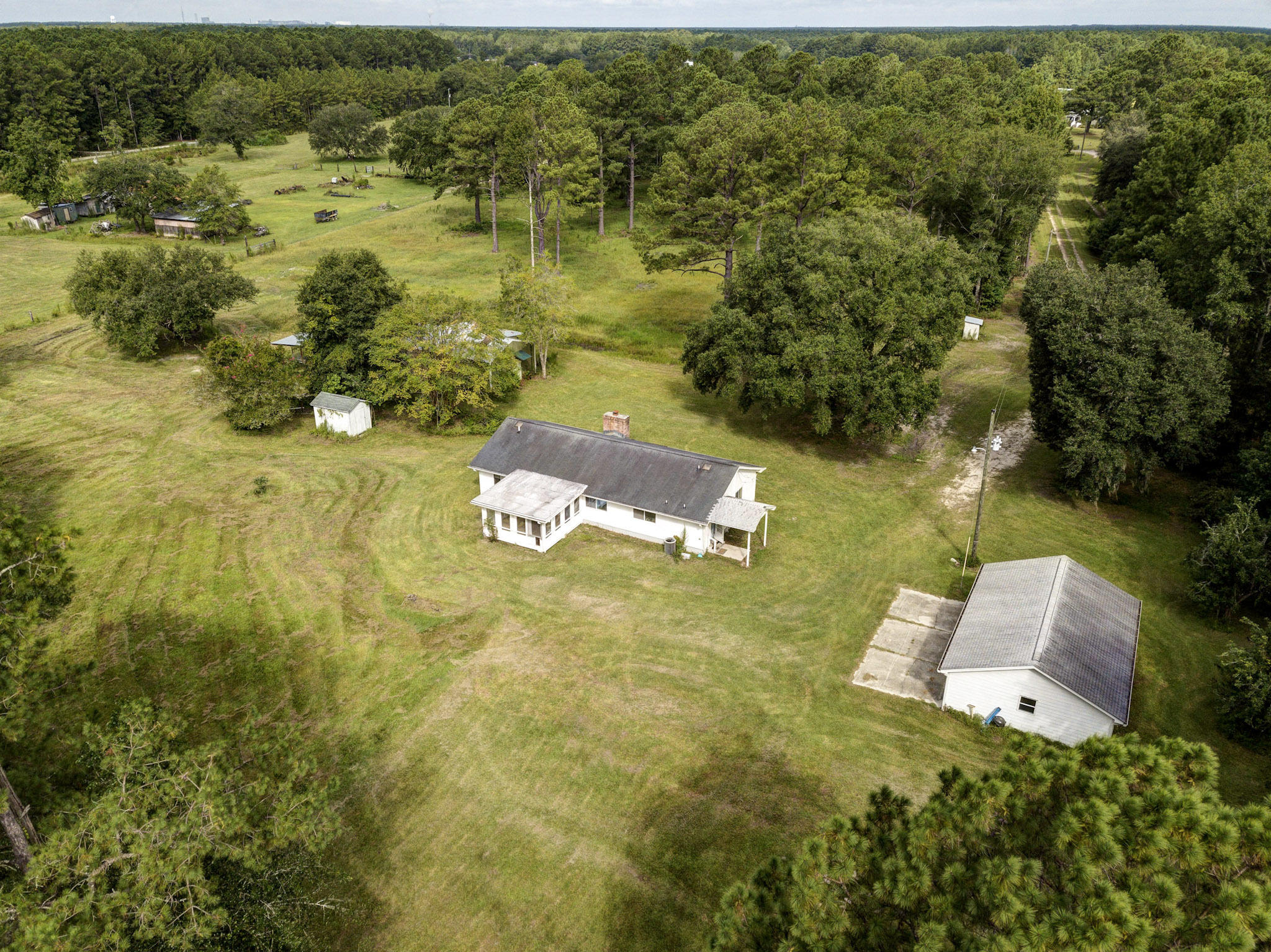 527 Farmview Lane Huger, SC 29450
