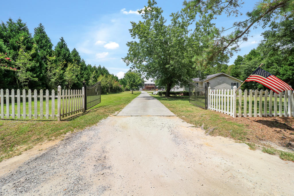 1079 Harts Bluff Road Wadmalaw Island, SC 29487