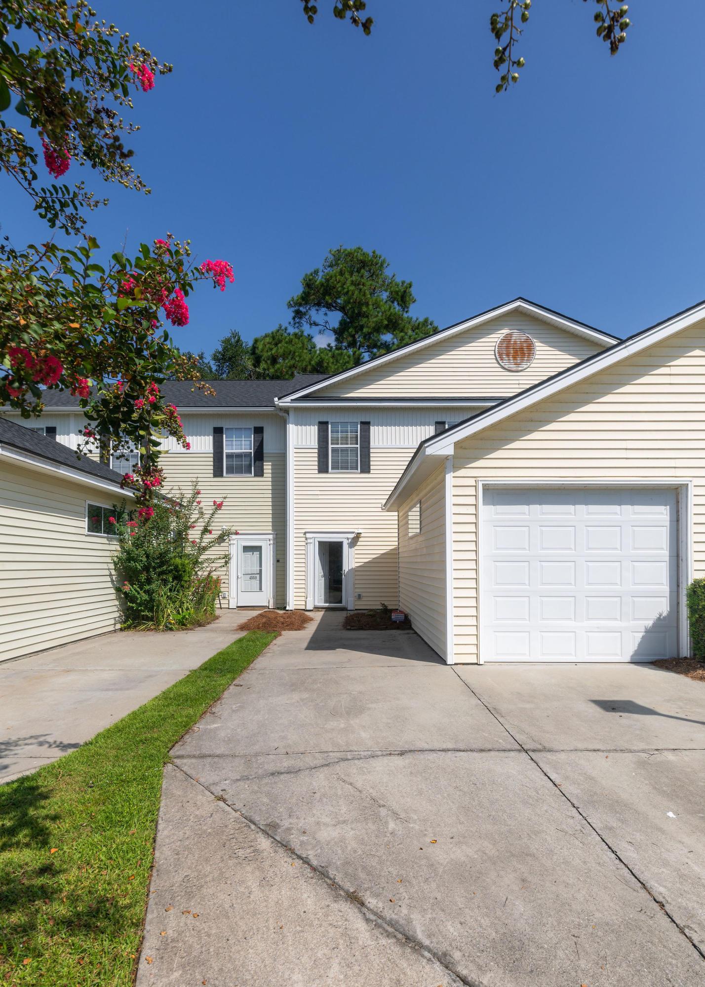 4561 Great Oak Drive North Charleston, SC 29418