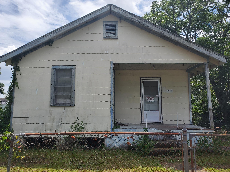 2025 Hampton Avenue North Charleston, SC 29405