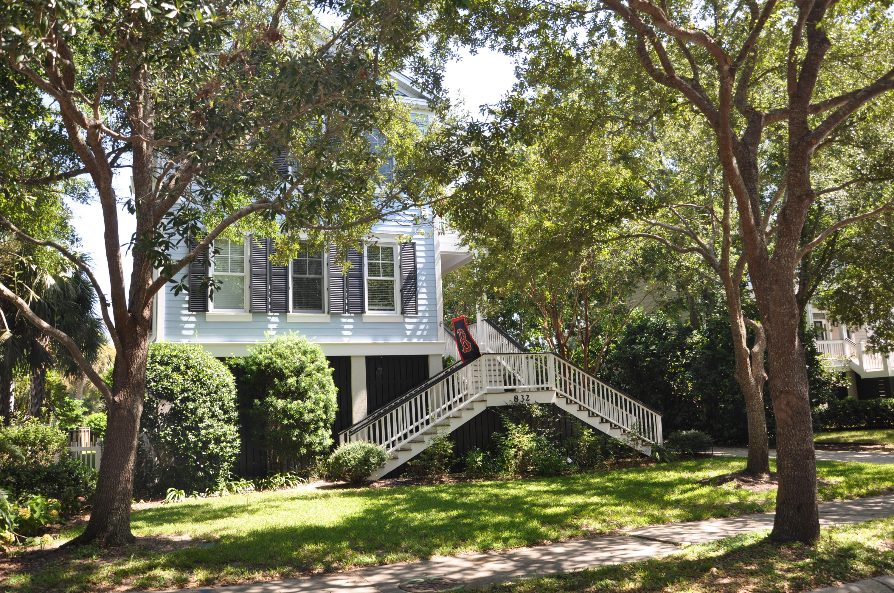 832 Marsh Grove Avenue Mount Pleasant, SC 29464