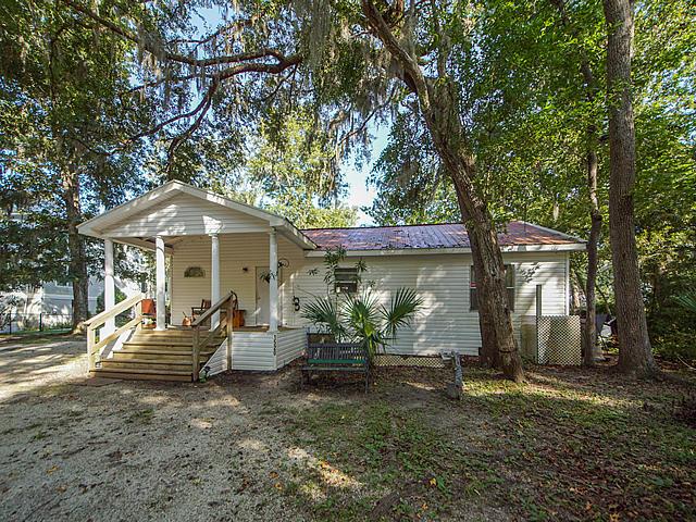 1520 Creekwood Road Edisto Island, SC 29438