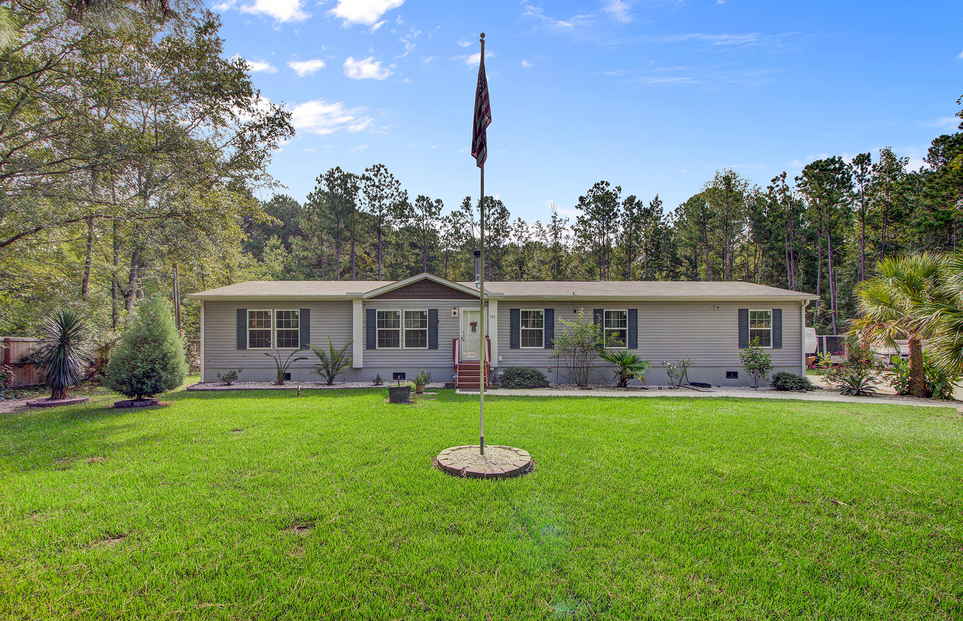 402 W Smith Street Summerville, SC 29485