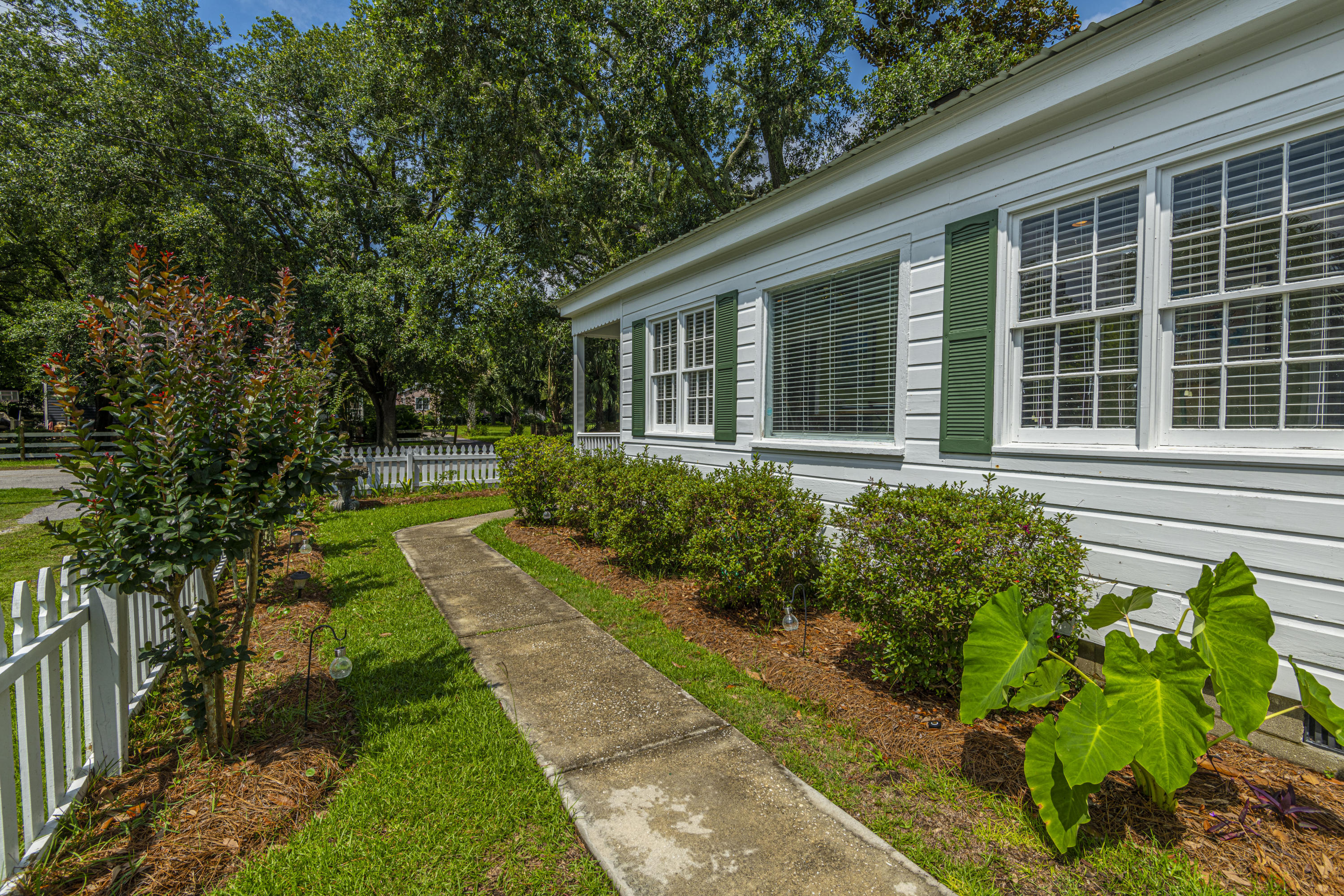 Old Village Homes For Sale - 922 Pitt, Mount Pleasant, SC - 11