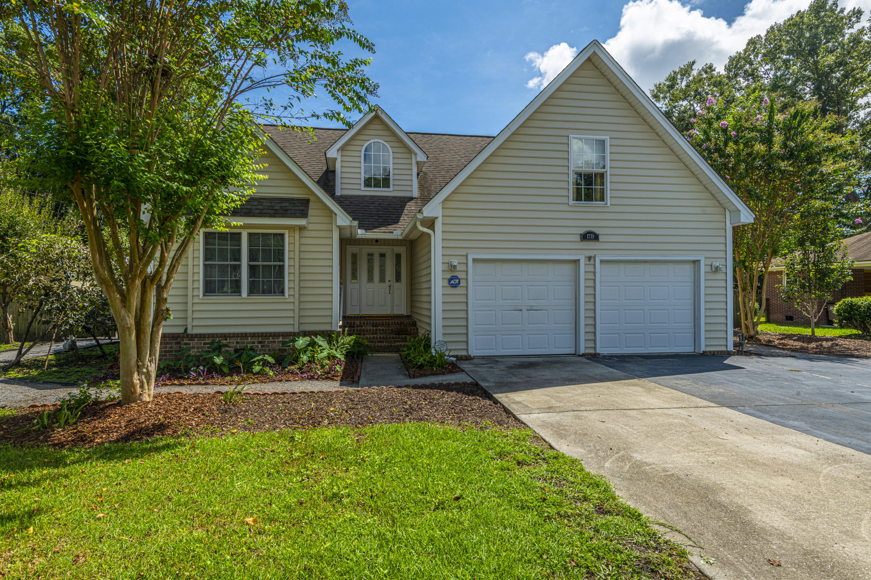 1719 McHenry Avenue Charleston, SC 29412