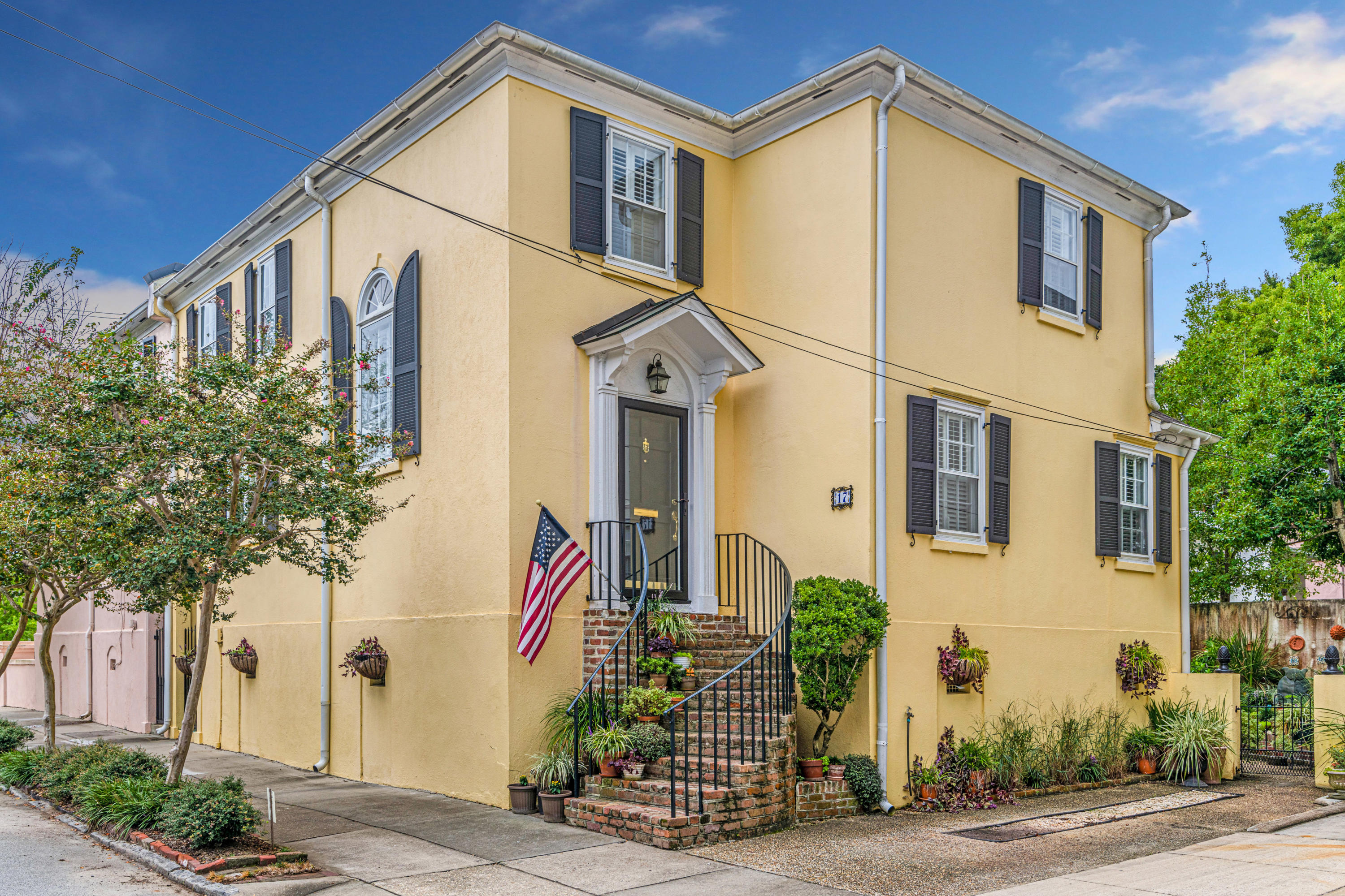 17 Ashley Avenue Charleston, SC 29401