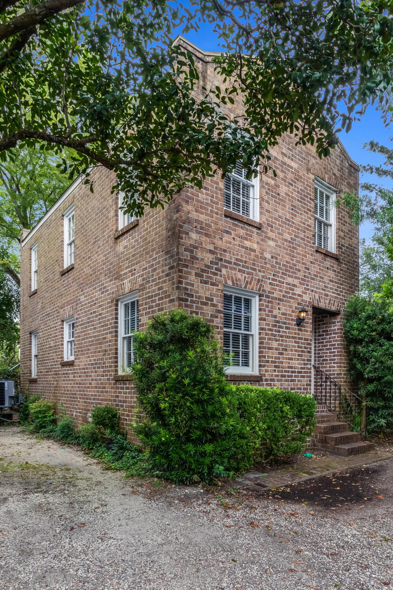 10 Montagu Court Charleston, SC 29401