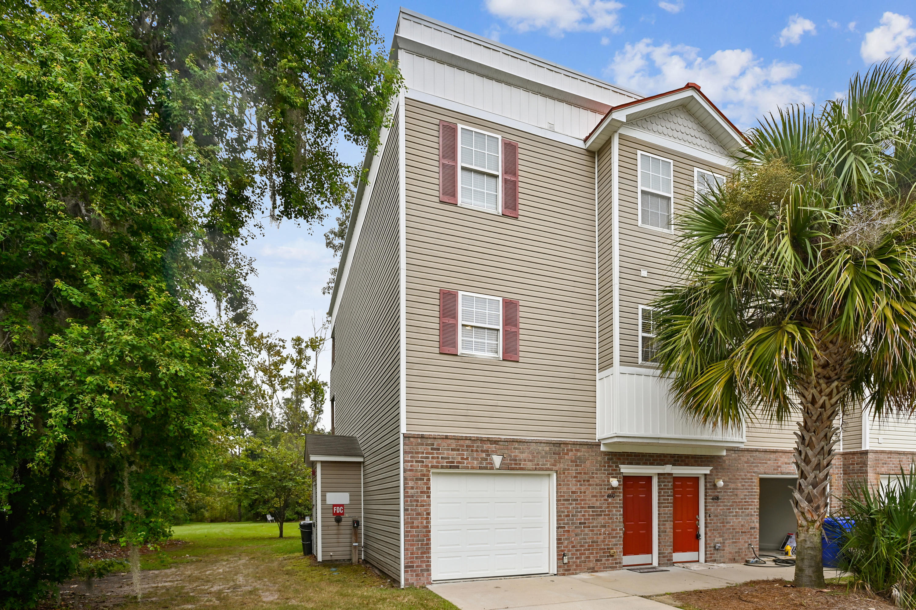 4610 N Palm View Circle North Charleston, SC 29418