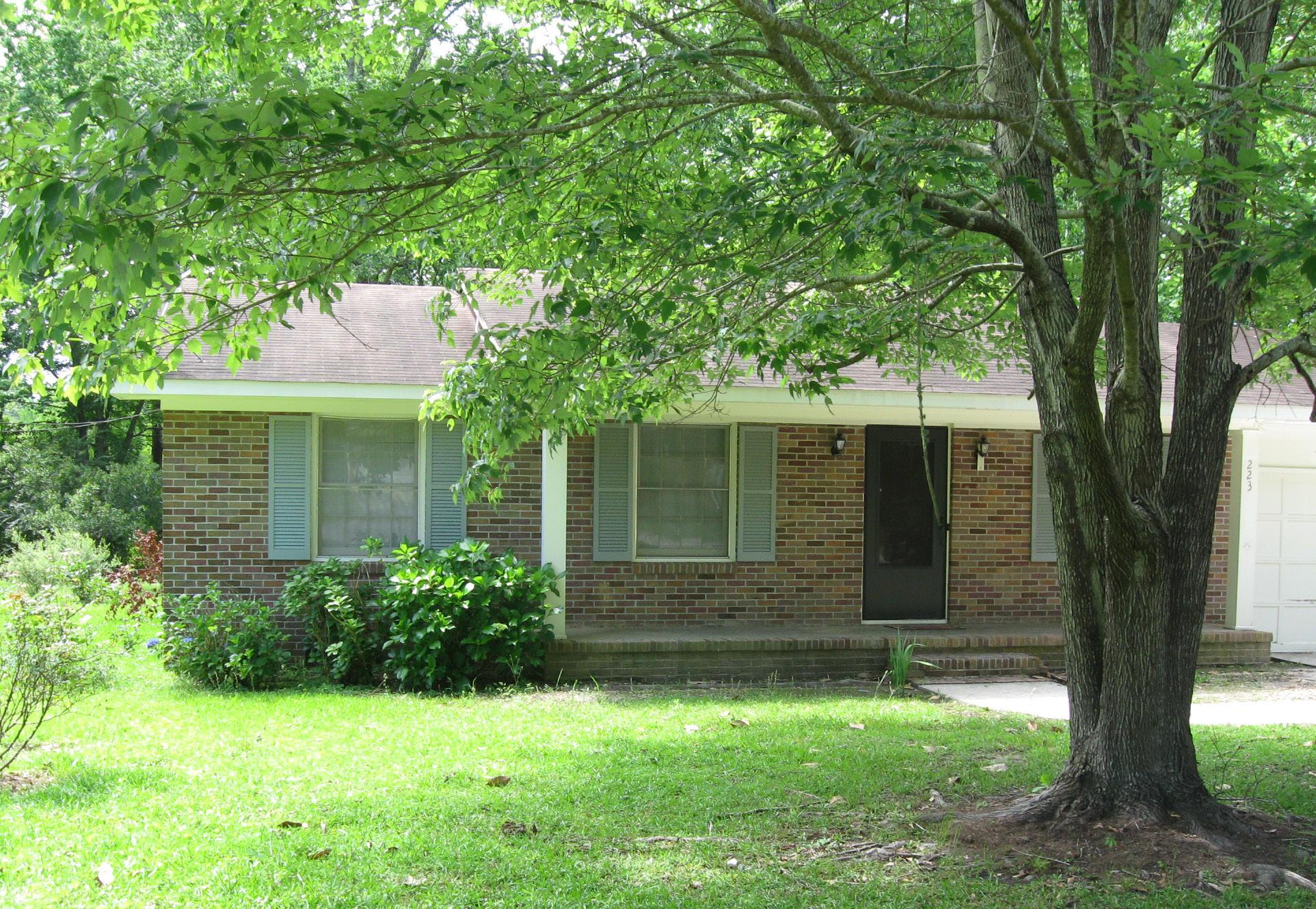 223 Forest Circle Summerville, SC 29483