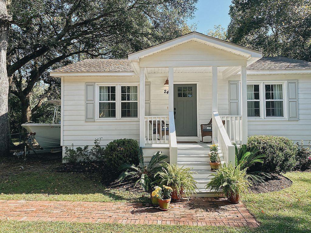 24 Oak Forest Drive Charleston, SC 29407