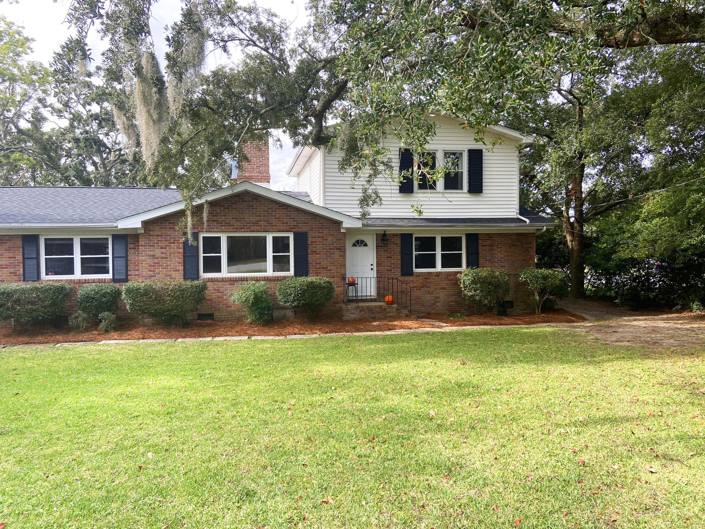 Bay View Acres Homes For Sale - 239 Bayview, Mount Pleasant, SC - 3