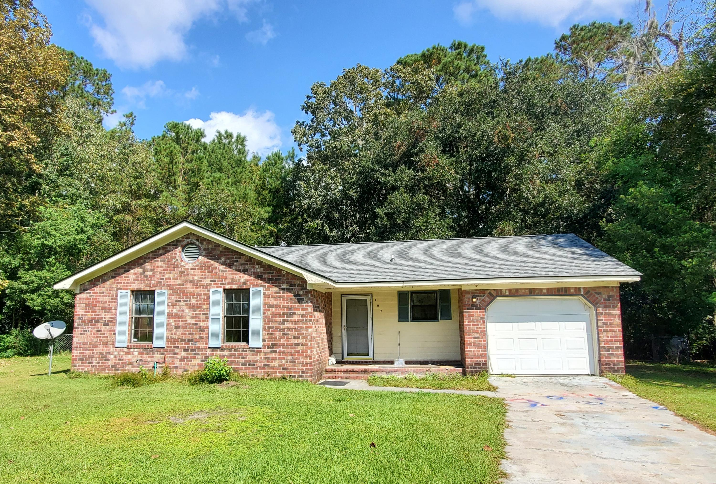 107 Sally Lane Summerville, SC 29485