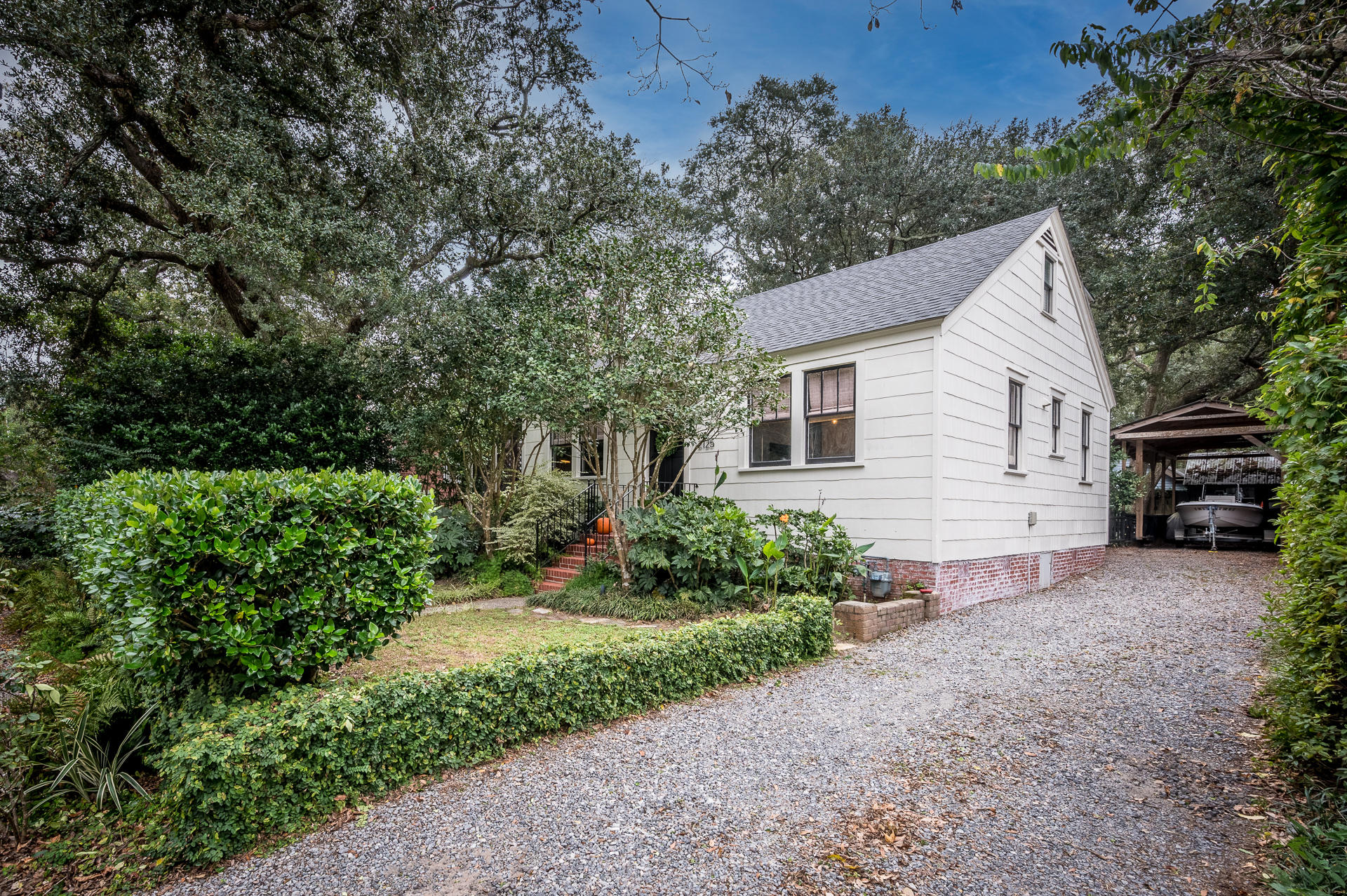 2125 Medway Road Charleston, SC 29412